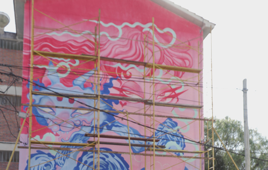 "Mural ""ABRAZO"" – Lu Moiraghi"